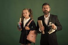 Educación y de nuevo a concepto de la escuela Niño y profesor particular foto de archivo libre de regalías