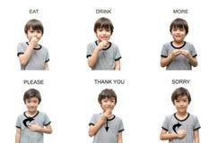 Educación de lenguaje de signos de la mano del niño en el fondo blanco Foto de archivo