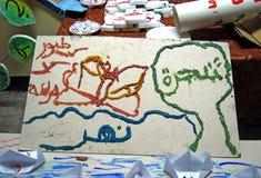 Edukaci arabskiego abecadła szyldowi listy i języków arabskich słowa na białej desce Obraz Royalty Free