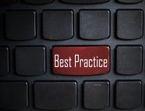 Edukaci pojęcie: komputerowa klawiatura z słowo najlepsza praktyka dalej Zdjęcia Royalty Free