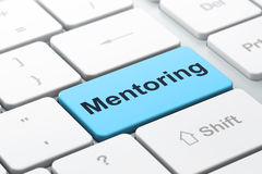 Edukaci pojęcie: Obowiązki mentora na komputerowej klawiaturze Zdjęcia Royalty Free