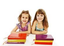 Edukacja, dzieci, szczęście, z barwioną książką obrazy stock