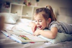 Edukacja w łóżku zdjęcie stock
