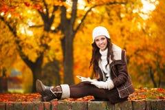 Edukacja w jesień parku Zdjęcia Royalty Free