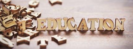 Edukacji słowo robić od drewnianych listów zdjęcie royalty free