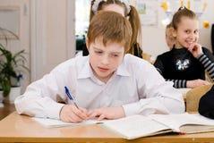 Eduque o estudante na classe - conceito da educação imagens de stock royalty free