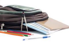 Eduque a trouxa, lápis, pena, caderno. Imagens de Stock