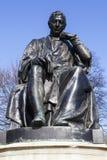 Edward Jenner Statue i Kensington trädgårdar, London Royaltyfri Bild