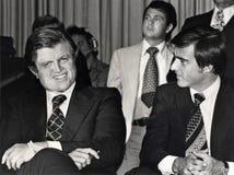 Edward M Kennedy och Jerry Brown arkivbilder
