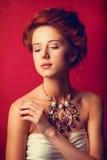 Edwardian kvinnor för rödhårig man Royaltyfria Bilder