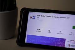 EdX - cours en ligne par application de réalisateur de Harvard sur l'écran de Smartphone Impérial, MIT image libre de droits