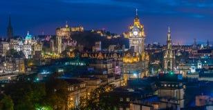 Edynburg linia horyzontu w BlueHour fotografia stock