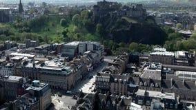 Edynburg miasta Scotland kasztelu historycznej skały dnia anteny chmurny strzał zdjęcie wideo