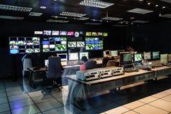Edytorstwo pokój przy TV biurem Fotografia Royalty Free