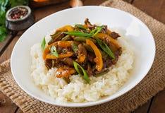 Eef avec les poivrons doux, les haricots verts et le riz photo stock