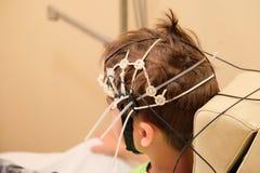 EEG de conduite pour un enfant Images stock
