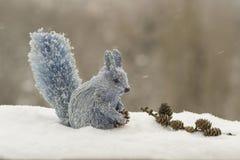 Eekhoorn die een stuk houden Royalty-vrije Stock Fotografie