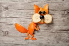 Eekhoorn van banaan en sinaasappel wordt gemaakt die Stock Afbeeldingen