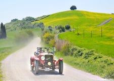 Een 1927 rode OM 665 Superba bij 1000 Miglia Royalty-vrije Stock Foto's