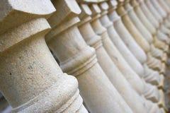 Een aantal kolommen op een diagonaal Royalty-vrije Stock Fotografie