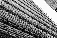 Een abstract zwart-wit architecturaal patroon van een interessant ontwerp Stock Fotografie