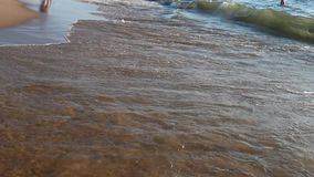 Een achtergrond van een Zandig strand stock footage