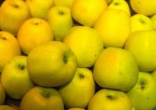 Een achtergrond van groene appelen Stock Fotografie
