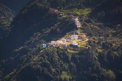 Een afgezonderd dorp op de bovenkant van een berg, Madera, Portugal royalty-vrije stock foto