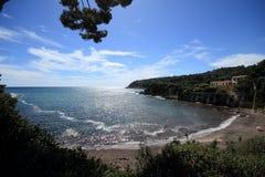 Een afgezonderde baai in het Middellandse-Zeegebied, Frankrijk Stock Afbeeldingen