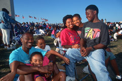 Een Afrikaans-Amerikaanse familiepicknick bij het Nationale Monument van Washington, Washington D C stock afbeeldingen
