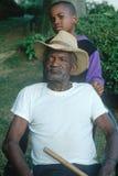 Een Afrikaans-Amerikaanse grootvader en een kleinzoon Stock Foto's