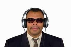 Een Afrikaans-Amerikaanse mens met hoofdtelefoons Royalty-vrije Stock Afbeelding