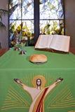 Een altaar voor Heilige Communie wordt geplaatst die royalty-vrije stock fotografie