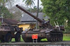 Een Amerikaanse gemotoriseerde de artillerieinstallatie van 175 mm in het stadsmuseum van Tint vietnam royalty-vrije stock foto