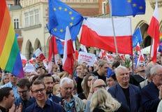 Een andere dag in duizenden van Krakau mensen protesteert tegen schending de constitutionele wet in Polen Stock Foto
