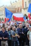 Een andere dag in duizenden van Krakau mensen protesteert tegen schending de constitutionele wet in Polen Royalty-vrije Stock Fotografie