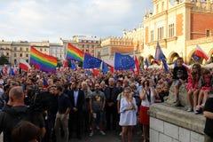 Een andere dag in duizenden van Krakau mensen protesteert tegen schending de constitutionele wet in Polen Royalty-vrije Stock Afbeeldingen