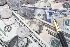 Een andere dag op het kantoor (de muntstukken en de bankbiljetten van USD) Stock Afbeelding