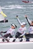 Een andere wint op de zoektocht naar Olympisch varend goud. Stock Foto