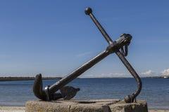 Een anker op het strand royalty-vrije stock afbeeldingen