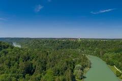 Een antenne van de Isar rivier in het Zuiden van München stock foto