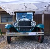 Een antieke auto op vertoning bij de chena hete lentes royalty-vrije stock afbeeldingen
