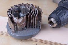 Een apparaat om gaten in hout te maken Schrijnwerkerijtoebehoren voor DIY-enthousiasten stock foto