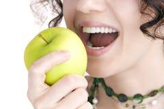 een ?appel een dag houdt weg de arts? stock foto's