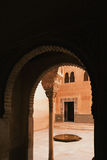 Een arabesquemuur in Alhambra in Grenada, Andalusia, Spanje Stock Foto
