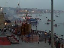 Een avond bij ghat in kashi India royalty-vrije stock foto