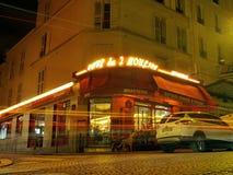 Een avond met Amelie de Montmartre - Koffie DE 2 Moulins in Parijs royalty-vrije stock fotografie