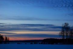 Een avondlandschap met zonsondergang Royalty-vrije Stock Afbeeldingen
