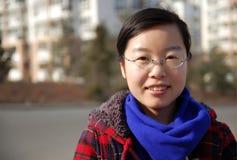 Een Aziatisch meisje dat glazen draagt Stock Afbeelding