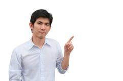 Een Aziatische mens richt zijn hand als huidig product stock afbeeldingen